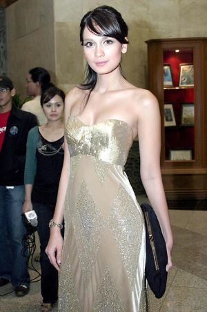 Luna Maya Sexy Wallpapers