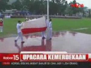 Bendera Indonesia saat terbalik